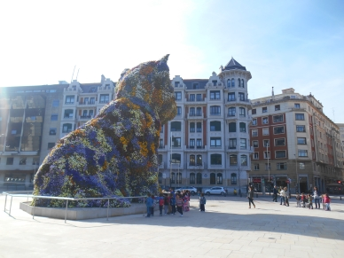 Dog made of flowers in front of the Guggenheim