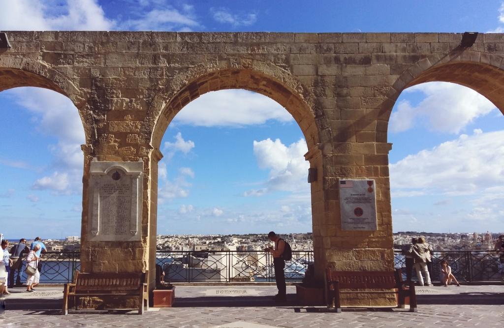 valleta columns